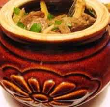 Печень в сметанном соусе в горшочках