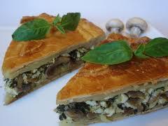 Пирог с грибами на сковороде