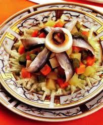 Салат из ветчины и кильки, рецепт