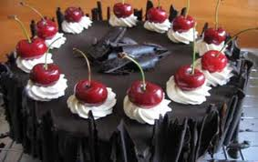 Шоколадно-творожный торт с вишней