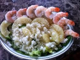 Салат с креветками и грушей
